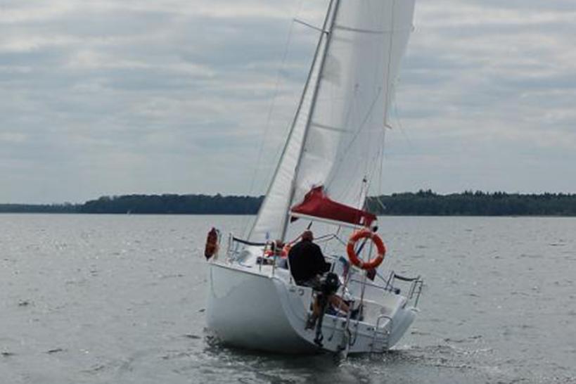 phobos25-czarter-jachtów-na-wodzie